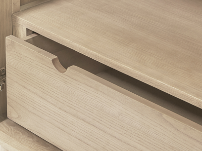Grand Trixie mirrored furniture drawer detail