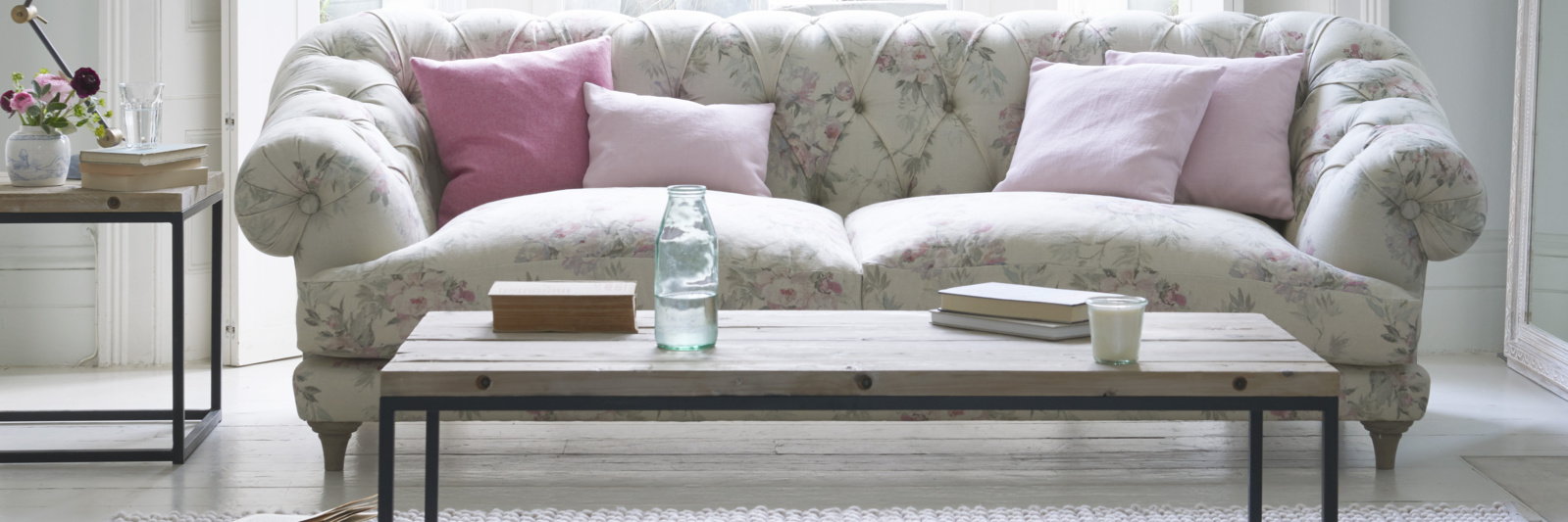 Bagsie chesterfield sofa in Vintage Rose linen