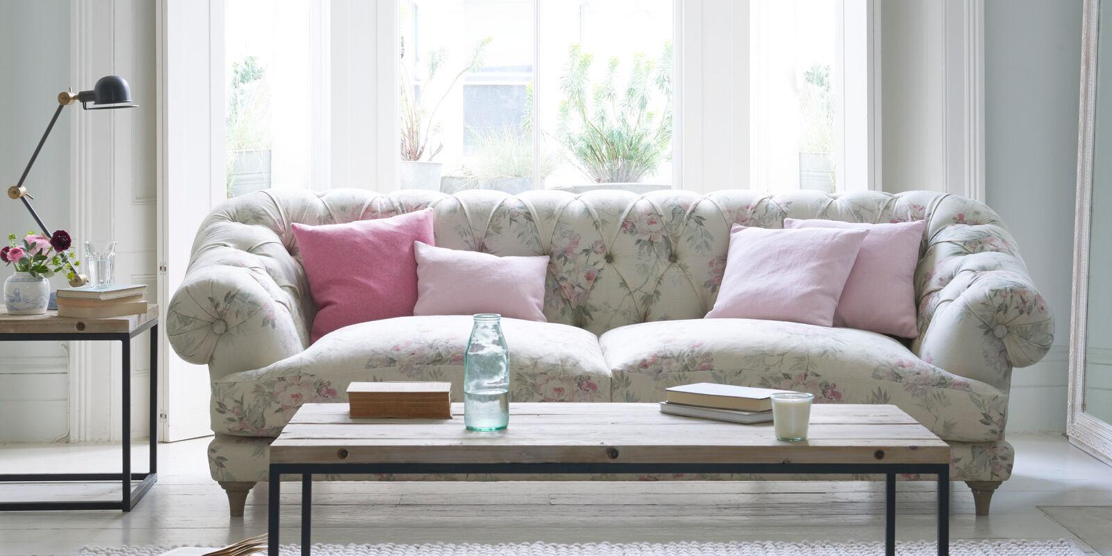 Bagsie chesterfield sofa in Vintage Rose linen