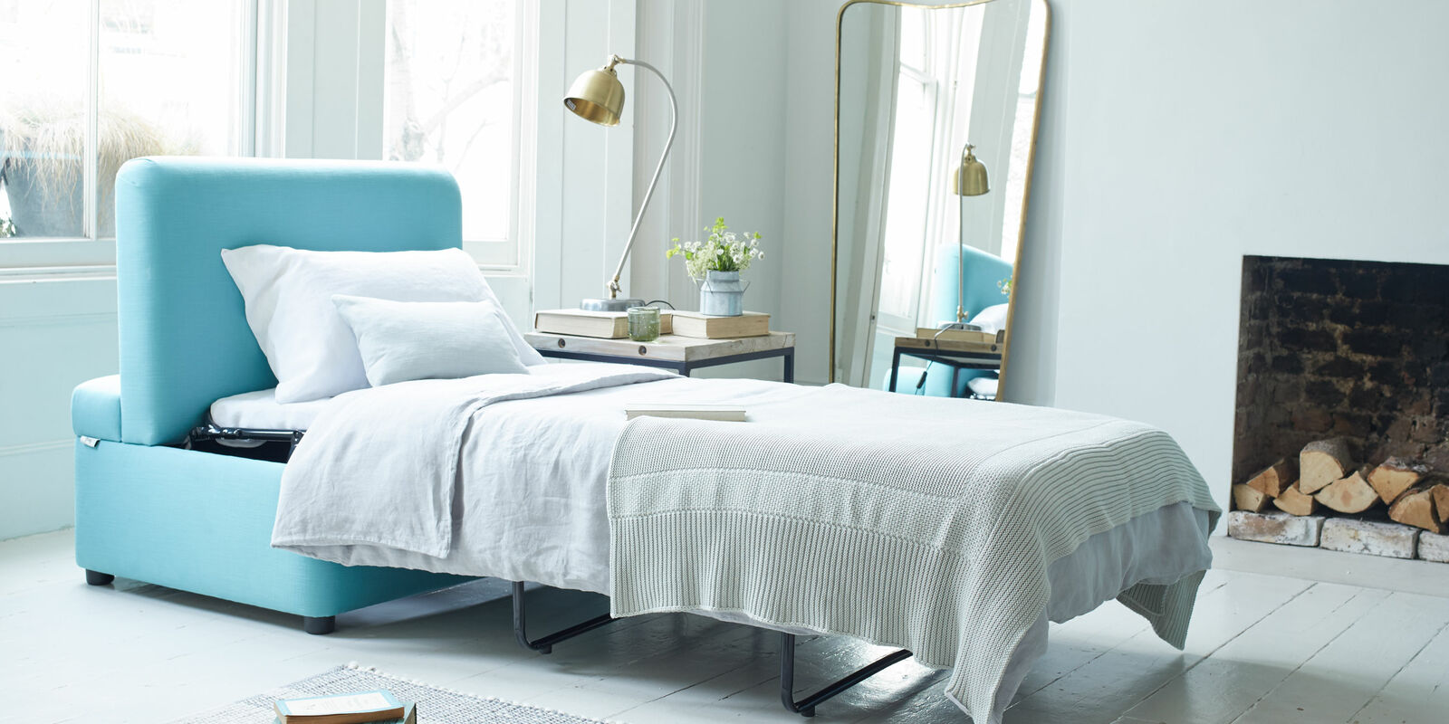 Sofa beds and daybeds with hidden mattresses