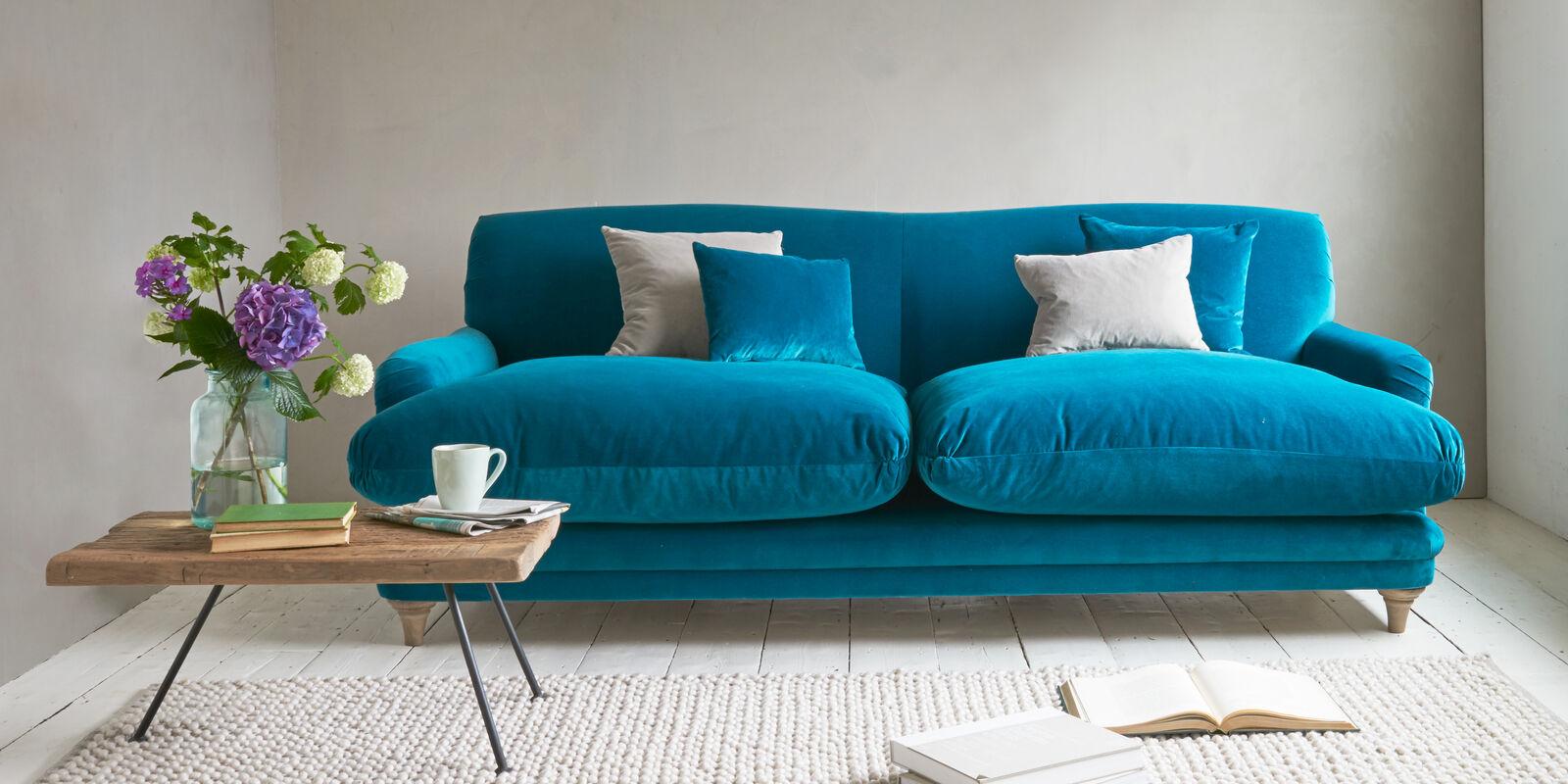 Pudding sofa in blue velvet fabric