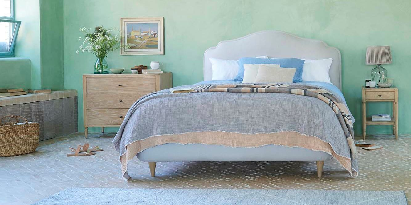 385642 sugar puff french style padded upholstered headboard bed