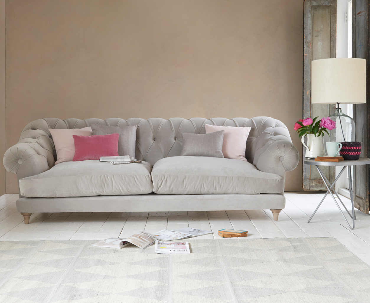 Bagsie Sofa Chesterfield Style