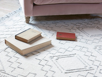 Sketch patterened wool floor rug