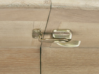 Parquet Pie extendable wooden kitchen table locking detail