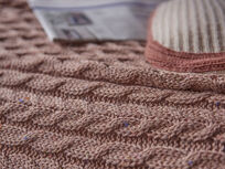 Chunky Knit throw in Rusted Rose close