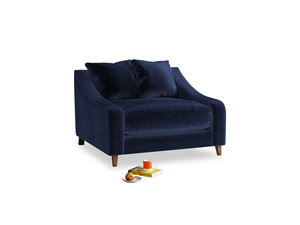 Oscar Love seat in Goodnight blue Clever Deep Velvet