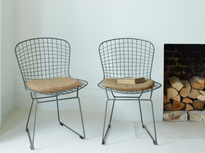 Wire Hamburger kitchen chairs with faux leather cushion pads
