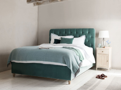 Billow button back bed