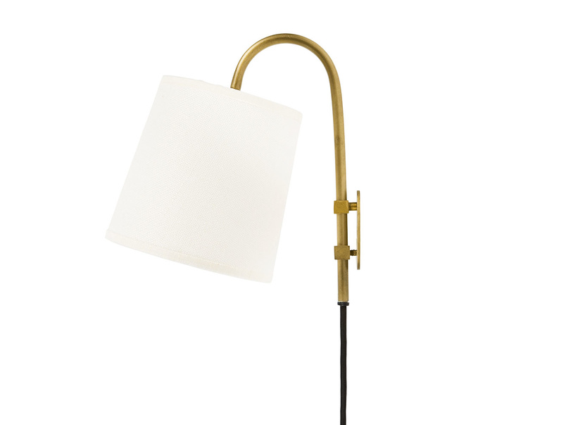Head Jog wall light in Brass with plain shade