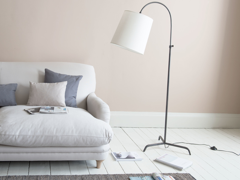 Tripod Slam Dunk curved floor lamp