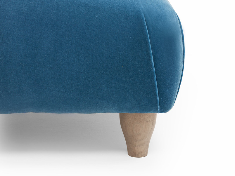 Soufflé footstool