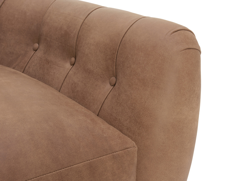 Button back Butterbump chesterfield armchair