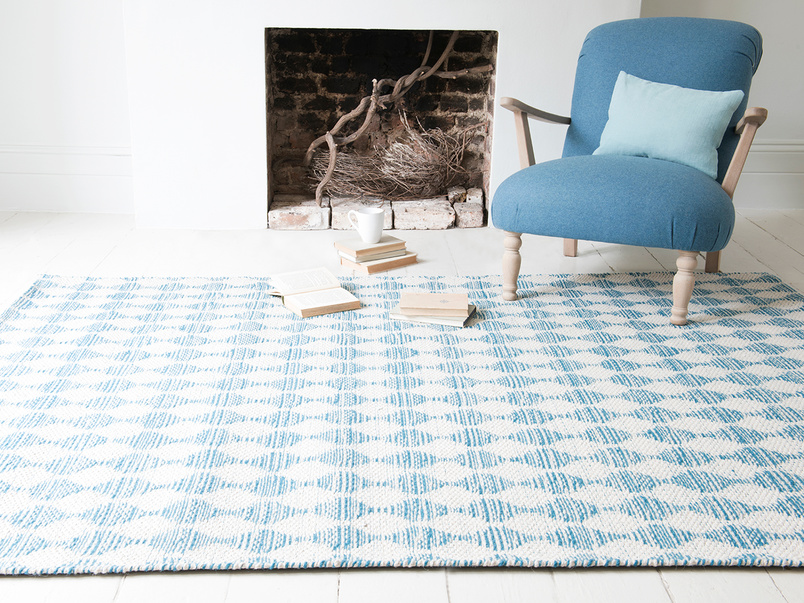 Waves woven floor rug in Blue