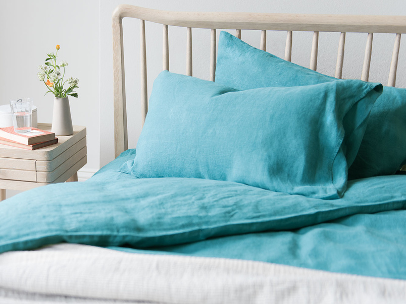 Lazy Linen bed line in Kingfisher blue