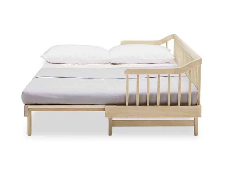 Kipster solid oak sofa bed open detail
