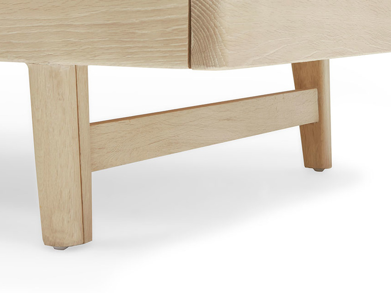 Kipster solid oak sofa bed front leg detail