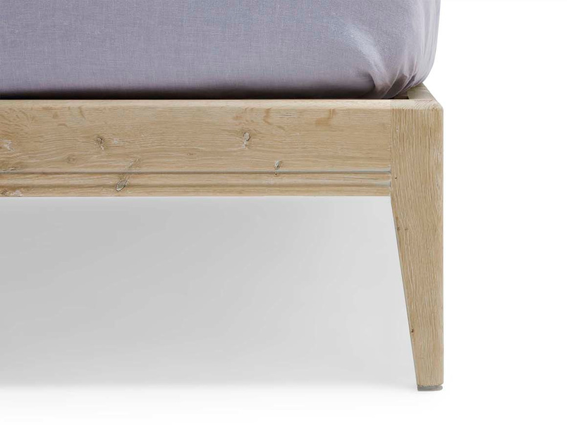 Flapper oak bed leg detail