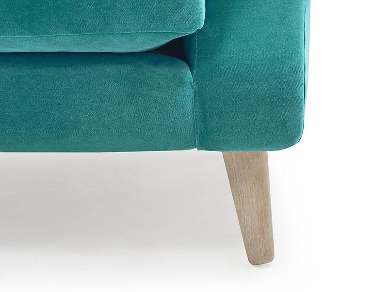 Schnaps tub love seat leg detail.