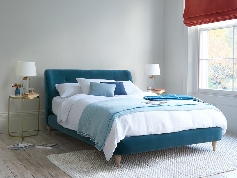 Puffball curved buttoned headboard bed