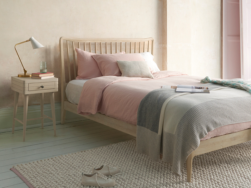 Spindle wooden bed