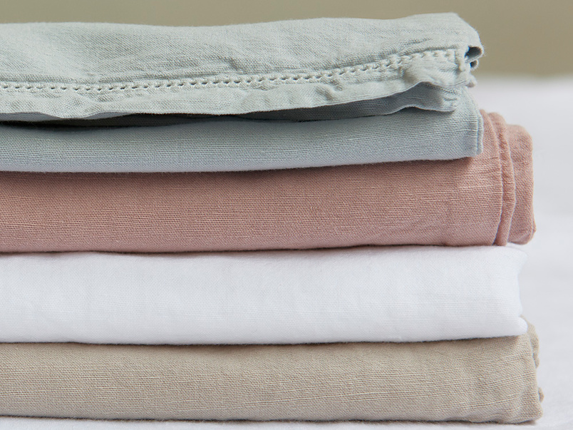 Everyday Linen detail colourful bed linen