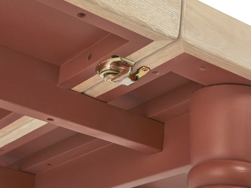 Scullery kitchen table in red lock detail