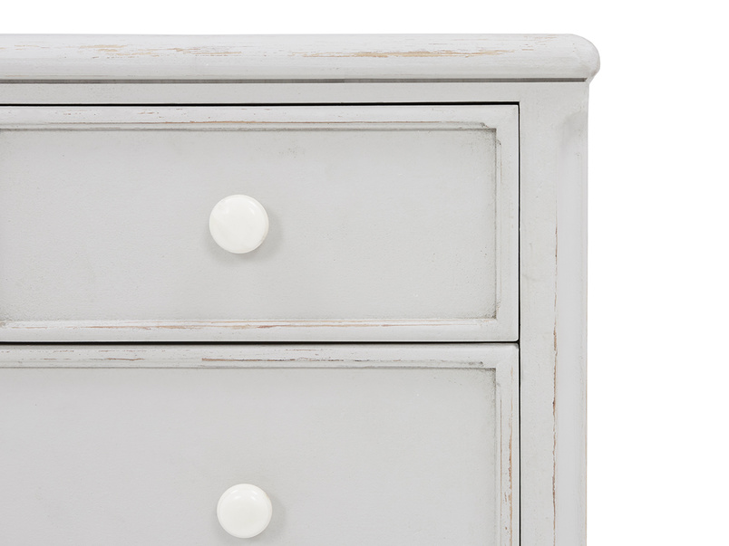 Popinjay chest of bedroom drawers corner detail