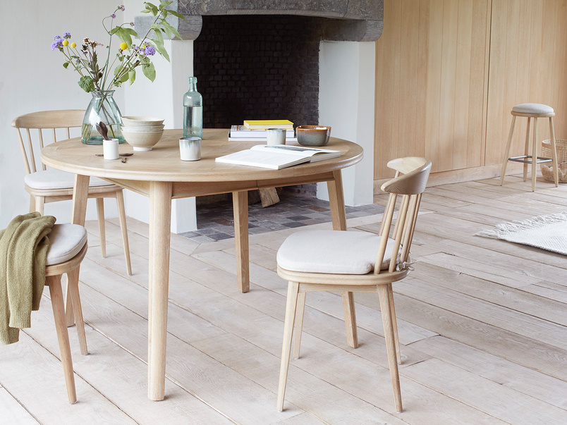 Parquet pie dinning table