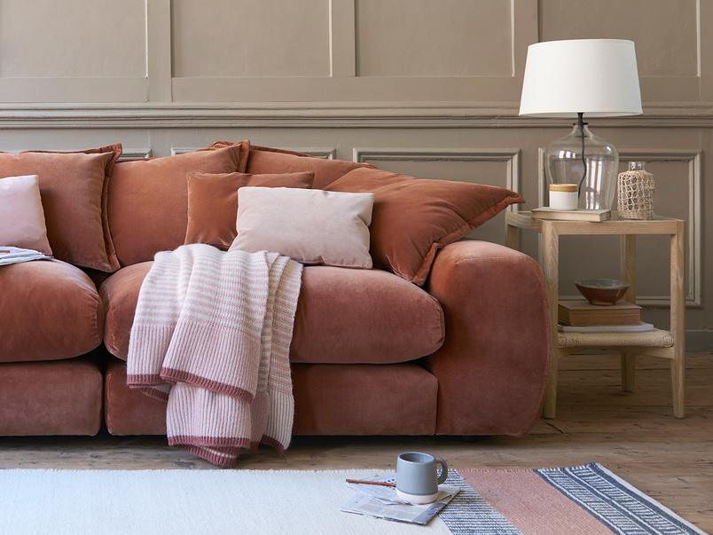 Easy Knit Throw blanket in Rhubarb Fool Pink