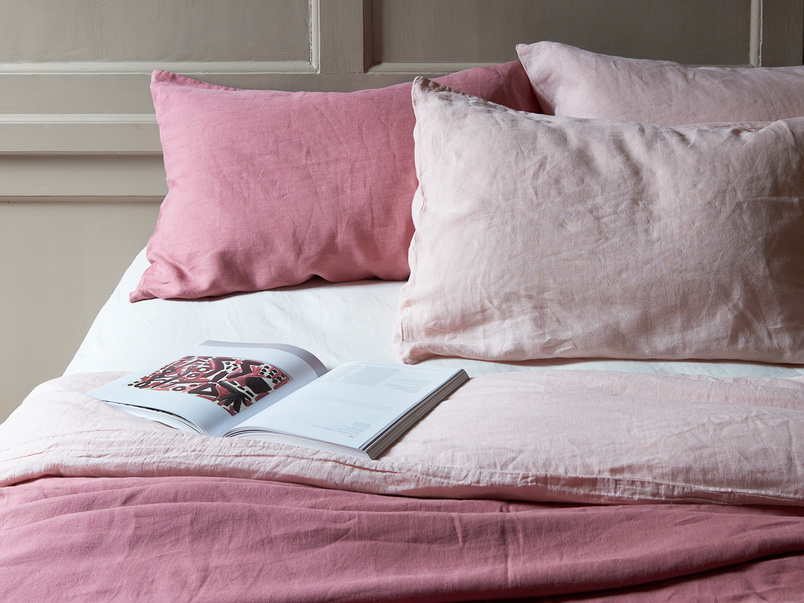 Lazy Linen bed linen in Old Rose and Dusty Pink