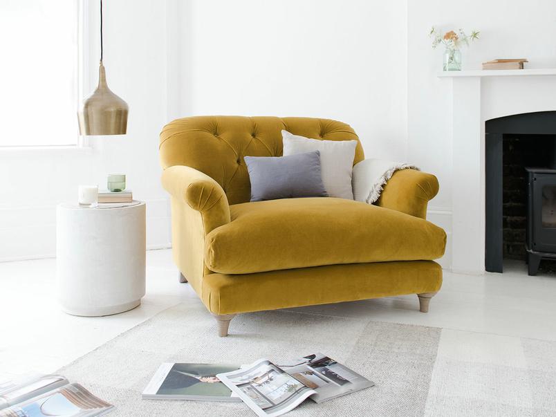 Truffle button back armchair