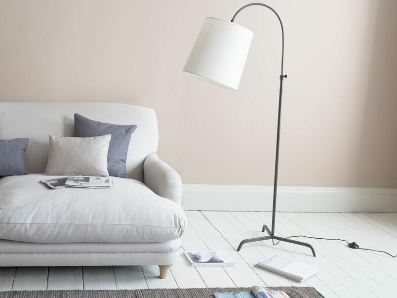 Tripod Slam Dunk curved floor lamp