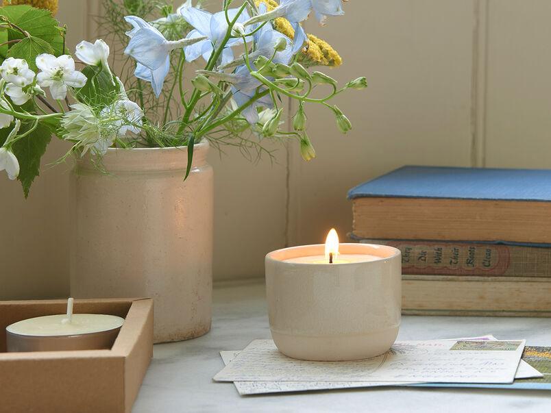 Candle Pot in Porridge lit