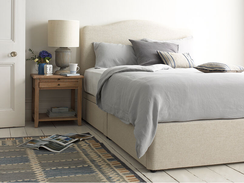 Luna headboard with tight space bed base