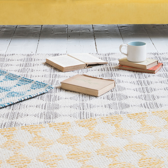 Waves patterned floor rugs