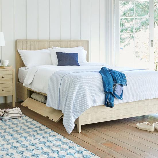 Kanoodel wooden storage bed