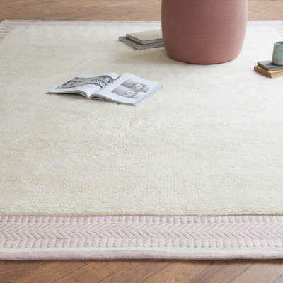26 02 Loom rug in Dusty Pink from 325 low res lifestyle 2